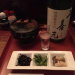 五番蔵 - お通し(450円税込)、地酒(930円税込)16.9月
