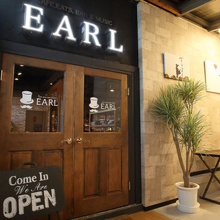 隠れ家的なカフェ&ダイニングバー【EARL】
