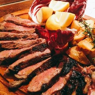 新鮮魚介や豪快肉など!食材本来の味を大切に素材を生かした料理