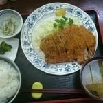 とんかつインター - 料理写真:特大とんかつ定食(税込み1200円)