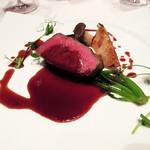 ラグナヴェール プレミア - 6】サーロイン 赤ワインと牛出汁のソース 焼き野菜 豆のツル