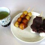 平林のだんご - お店でならお茶と一緒に頂けます!(2016,10/22)