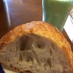 ル・パン・サクレ - 美味しいパンを自家製スムージーとともに(^^)v