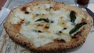 ダ ジョルジョ - かなり大きめのピッツァです。