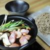 丹波鶏と大黒本しめじつけざる蕎麦