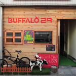 バッファロー29 - アベテンバル2軒目にやってきたのは、 ステーキ・肉握り・溶岩焼肉のお店『バッファロー29』。  えっ、ボキらがどこにいるか分からないって? お店の前の牛さんをよ~く見て!!