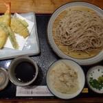 58367221 - 50食限定の「サービスランチ(1215円:税込)もまだ残っていてラッキー。^^                       ◆「天ぷら」「ざるそば(温蕎麦も選べます)」「季節の炊き込みご飯」のセット。