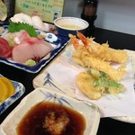 秀 - H.28.10.28.昼 贅沢セット(天ぷら・お造り) 1,300円税込のメインディッシュアップ。