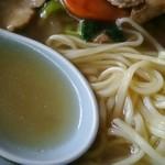 琥珀 - スープと麺アップ