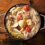 ドットキッチンアンドバー - 海鮮とバターの鍋