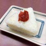 Nishiguchiudon - 「おにぎり」(100円)。