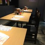 33 - 店内テーブル席