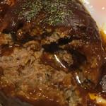 33 - 煮込みハンバーグの断面アップ