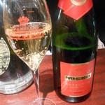 シャンパン&ワインスタンド キャトル - ハイパーエドシック