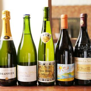 ワインを種類豊富に取り揃えております。ぜひお尋ねください♪