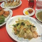 栄来軒 - 日替わり定食750円(焼きそば・から揚げ・スープ・ご飯・キムチ)