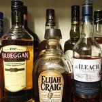 オルフィック バー - スコッチ、バーボンなどウイスキーも各種ご用意しております。