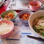 パクチー丸太町 - パクチーのタイラーメン極太麺+タイのおかず2品780円