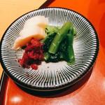 天ぷら魚新 - お新香 柴漬け、野沢菜、沢庵