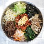 季節の彩り野菜と雑穀 30品目のピビンバ(スープ付き)