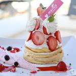 marica - ルージュ・ノエル パンケーキ ¥1,600 特製のイチゴクリームをたっぷりのフレッシュストロベリーでイチゴ盛りだくさんのパンケーキを作りました!Xmasツリーをイメージしたパンケーキです。