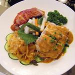 Juukeihanten - 前菜盛合せ、ピクルス中華くらげ、蒸し鶏、焼豚。