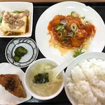 四海鮮樓 - 料理写真:日替りランチ 税込680円