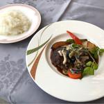 ヴェルデ ロッソ - シェフおすすめランチの肉料理と大盛ライス