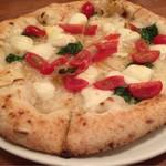 ナルーチェ - D.O.C 水牛のチーズにトマトとバジルのピッツァ