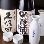 志摩 - ドリンク写真:宴会の飲み放題は日本酒3種や生ビールなど飲み放題                                          各地から取り揃えた、自慢のラインナップ!飲み比べするのも楽しいひと時♪お気に入りの一本を見つけて下さい♪
