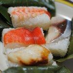 柿の葉すしの館 - 料理写真:柿の葉すし(鯖・鮭・穴子・海老)