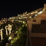 カヌチャベイホテル&ヴィラズ - お部屋とイルミを外から眺め