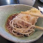 58391577 - 天ぷらの油や旨みが溶け込んだつゆで、蕎麦を食べるのが「天せいろ」の醍醐味(2016/11)