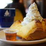 フランネル スタイル コーヒー - 松涛ケーキ もりもり生クリーム&美味しいメープル トースト (¥920)、松涛カフェブレンドコーヒー (¥500)