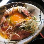 58398015 - 和風ローストビーフ丼、生卵追加で キムチ、わかめスープ、ランチサラダ付き4