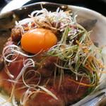 58398019 - 和風ローストビーフ丼、生卵追加で キムチ、わかめスープ、ランチサラダ付き3