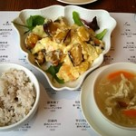 58398047 - ランチ:海老のマヨネーズ炒め、スープ、ライス。