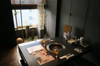 米沢牛焼肉 仔虎 仙台駅前店 - ビルの8階にある落ち着いた店