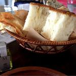 58401086 - パンとオリーブオイル