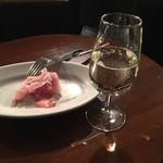 58401728 - スパークリングワインと生ハム