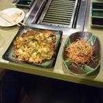 黒毛和牛焼肉ぜん - 海鮮チジミ 1,190円 ネギのサラダ 690円