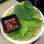黒毛和牛焼肉ぜん - サンチュ 690円