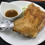 うどん市場 - 骨付鶏850円(税込)