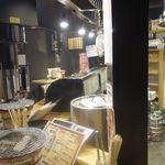 立ち食い焼肉 と文字 - 先日ヤマハ発動機様の招待でスポーツランドSUGOでモトクロスレースを観戦した帰りに、噂の立ち食い仙台牛焼肉店に行ってきました。