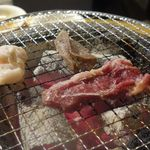 立ち食い焼肉 と文字 - ホルモン皿は精肉に近い食感のお肉もありましたが