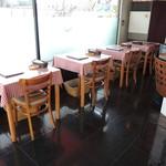 キッチン エイジィー - テーブル席