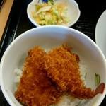くいどころ里味 - サイドのミニたれカツ丼と漬物