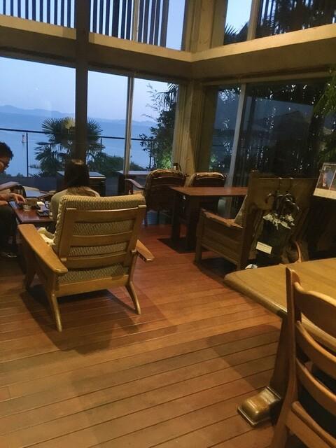 和カフェたらそ - 店内の窓側の席