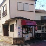 京風たこ焼き紅葉 - けっこう車の通る道沿いにあります