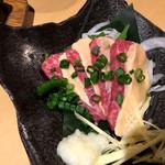 ふとっぱらや 手羽蔵 - 馬刺し桜ロース690円